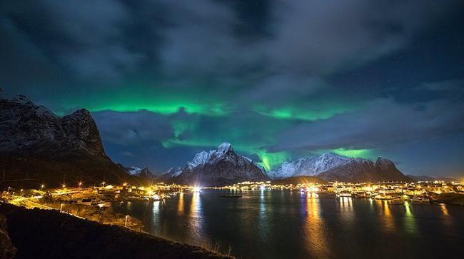 Kuzey ışıklarının altında sevdiğinize aşk şarkıları fısıldadığınızı düşünün...