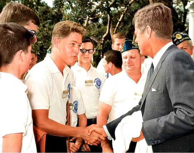 Bill Clinton John F. Kennedy ile tanışırken