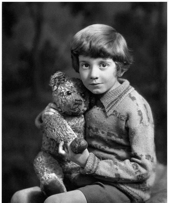Winnie the Pooh çizgi filmindeki çocuk karakteri Christopher Robin