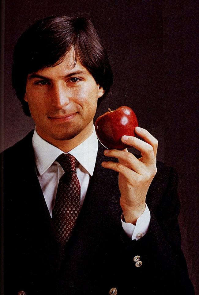 Steve Jobs  Steve Jobs yedikleriyle ilgili takıntılıydı. Meyve ve nişastasız sebzeler yemeyi tercih ediyordu. Bir noktada Jobs bir hafta boyunca sadece elma yedi.