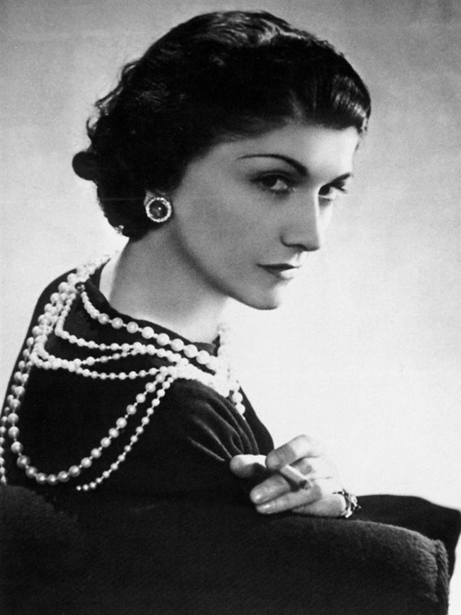 Coco Chanel  Coco Chanel bir nazi işbirlikçisiydi. Moda endüstrisinin en önemli isinlerinden olan bu kadın aslında korkunç bir insandı. Yahudi düşmanı, kaba, homofobik ve aynı zamanda sosyal statü atlamak için her şeyi yapabilecek biriydi. Ayrıca Nazi'ler Paris'i işgal ettiklerinde onlarla işbirliği yapmaktan çekinmedi.
