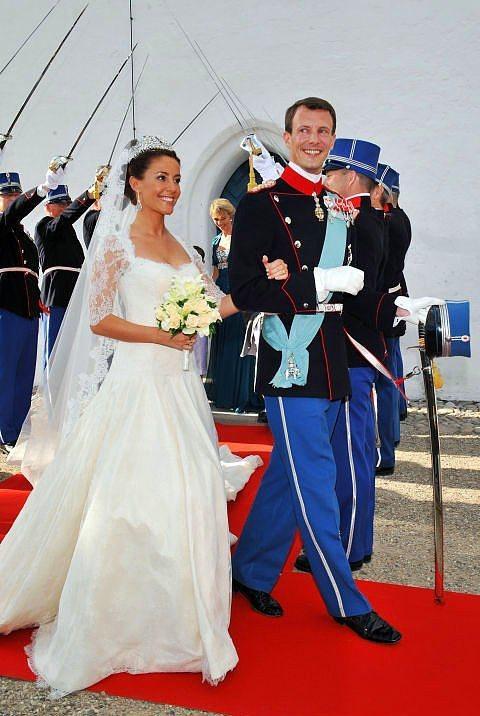 Prens Joachim ve Danimarka Prensesi Marie Cavallier  2008 yılında evlenen Prenses Marie'nin gelinliği Arasa Morelli tasarımıydı.