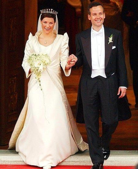 Norveç Prensesi Martha-Louise ve Ari Behn  2002 yılı, Mayıs ayında evlendiler.