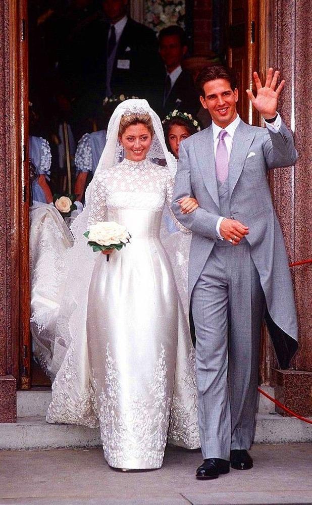 Danimarka Prensesi Marie-Chantel ve Yunan Prensi Pavlos  1995 yılının Temmuz ayında gerçekleşen düğünlerinde, Prenses Marie-Chantel Valentino tasarımı bir gelinlik giymişti.