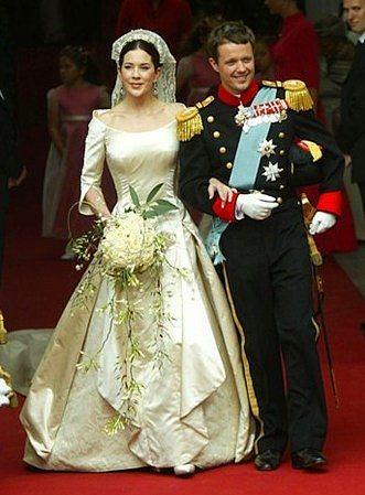 Danimarka Prensesi Mary Donadson ve Prens Frederik  Mayıs 2004 yılında evlenen Prenses Mary'nin gelinliği, yüzyıllar önce yapılmış, vintage bir gelinlikti.