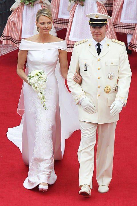 Prenses Charlene ve Monaco Prensi Albert  2011 yılında gerçekleşen düğünde, Prenses Charlene Armani bir gelinlik giydi.