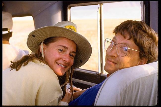 Bill ve Melinda Gates - 86 milyar dolar  Bill Gates ve Melinda Gates, 86 milyar dolarlık servetleriyle şu an dünyanın en zengin çifti. Bunun yanında kendi kurdukları vakıf ile eğitim, sosyal adaletsizlik ve nüfus alanlarında çalışmalar yürüterek, ciddi miktarlarda bağış yapıyor,  topluyor ve ihtiyacı olan insanlara ulaştırıyorlar.