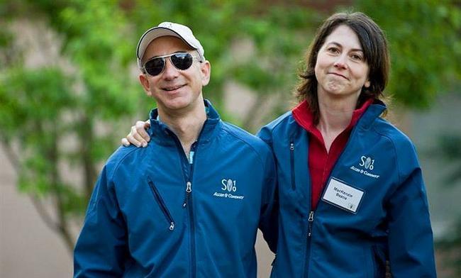 Jeff ve Mackenzie Bezos - 38 milyar dolar  Amazon'un kurucu Bezos, iş hayatında yükselişini 1994'e kadar Wall Street'te çalışmasına borçlu. Eşiyle de beraber çalışırken tanışıp evlenmeye karar vermişler.