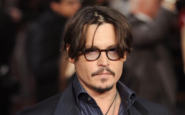 Johnny Depp  Depp'in bugüne kadar rahatsızlığıyla ilgili açık bir beyanı olmadı. Ama yakın çevresinde olanlar, birkaç kez ve her seferinde üstü kapalı bir şekilde olsa da, onun yıllardır bu durumla mücadele ettiği yönünde imalarda bulundular.
