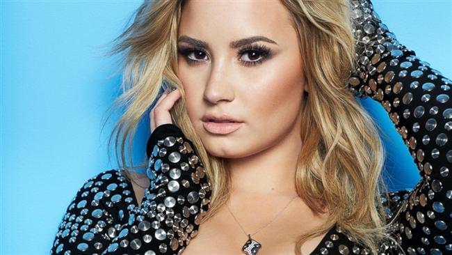 Demi Lovato  Anoreksiya nervoza, Bulimia nervoza sorunlarının tetiklediği anksiyete bozukluğuna sahip Lovato; ne zaman aşırı yemek yediğini düşünse, günlerce süren anksiyete ataklarıyla mücadele etmek zorunda kalıyormuş.