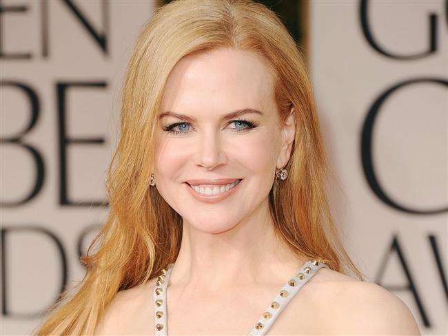 Nicole Kidman  Nicole Kidman da, panik atak hastası olduğunu açıklayan isimlerden. Rahat davranarak, hastalığını yenmeye çabaladığını söyleyen Kidman; pek belli etmese de, kameraların karşısına geçtiği zaman ellerinin titrediğini ve kalbinin hızla çarptığını itiraf etmişti. Böyle zamanlarda, nefes almakta bile güçlük çektiğini anlatan ünlü yıldız, buz gibi olan ellerini saatlerce ısıtamadığını da belirtmişti.