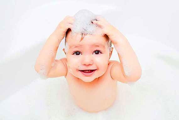 Bebek şampuanlarının normallerden farkı sadece polimer ve nemlendirici içermemeleridir.