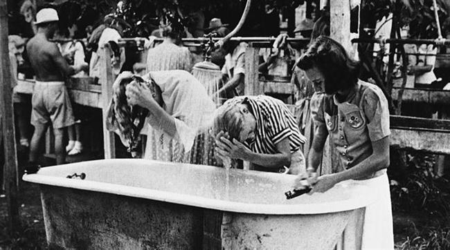 1800'lü yılların sonlarına doğru insanlar şampuanları tuvalet, mutfak tezgahı ve hatta dişlerini temizlemek için kullanıyorlardı...  Kaynak fotoğraflar: Google ücretsiz