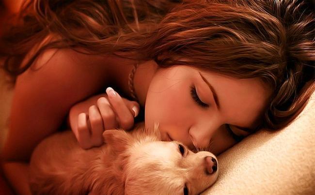 Köpeği olan kadınlar şehvetlidir. Partnerlerini baştan çıkarmayı iyi bilirler.