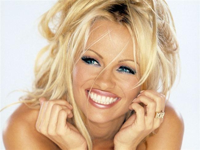Böyle huyları da varmış; Pamela Anderson.  Pamela Anderson 4 kez evlendi.
