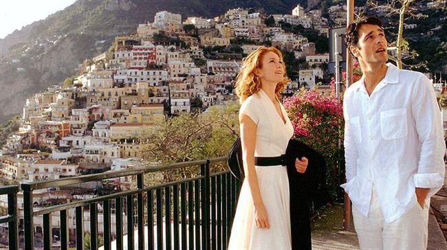 22. Kızgın Güneş (2003)   IMDb 6.7  San Francisco'lu bir yazar olan Frances Mayes'in (Diane Lane) mükemmel gibi görünen hayatı ani bir olayla sarsılır. Verdiği bir partide, kitabını eleştirdiği için ondan hoşlanmayan bir başka yazar kocasının onu aldattığını söyler. Boşanma süreci, Frances'i derinden etkiler ve artık yazı yazamaz hale gelir. Hatta, en yakın arkadaşı olan lezbiyen Patti bile, Frances'in bir daha artık kendini toparlayamayacağını düşünmektedir. Arkadaşı Patti sayesinde bir tatile çıkıp herşeye rağmen hayata temiz bir sayfa açıp en baştan başlamaya karar verir, vede kader ve işaretler ona yol gösterirler vede zorlu bir süreç sonunda nihayet tüm dilekleri gerçekleşir.