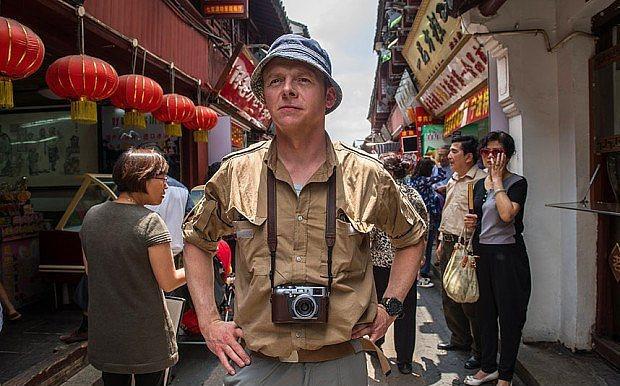 20. Hector and the Search for Happiness (2014) | IMDb 6.9  Mutluluğun peşinden koştururken dünyayı köşe bucak arşınlayan bir psikiyatrın öyküsünü izleyeceğiz. Nitekim Hactor'un bu sırra vakıf olabilmesi pek de kolay olmayacaktır. Serendipity ve Shall We Dance filmlerinin yönetmeni Peter Chelsom'un kamera arkasına geçtiği Hector and the Search for Happiness adlı dramda; Simon Pegg, Rosamund Pike, Toni Collette, Stellan Skarsgard, Christopher Plummer ve Jean Reno'dan oluşan iddialı bir oyuncu kadrosu var