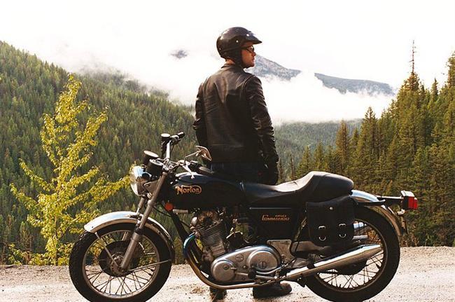 18. Son Yolculuk (2008) | IMDb 7.1  Eğer yaşamak için bir gününüz, bir haftanız ya da bir ayınız olduğunu öğrenseydiniz ne yapardınız? One Week, genç bir ilkokul öğretmeni olan Ben'in (Joshua Jackson) kanser nedeniyle en fazla iki yıl ömrü kaldığını öğrenmesinin ardından bir motorsiklet satın alıp her şeyi geride bırakarak, Toronto'dan Vancouver'a (yaklaşık 4500 kilometre) bir hafta sürecek bir seyahate çıkmasının ardından hayata dair fikirlerindeki değişimleri, geçmişiyle yüzleşmelerini konu alan bir yol hikayesidir.