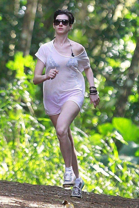 Anne Hathaway - Koşuyor