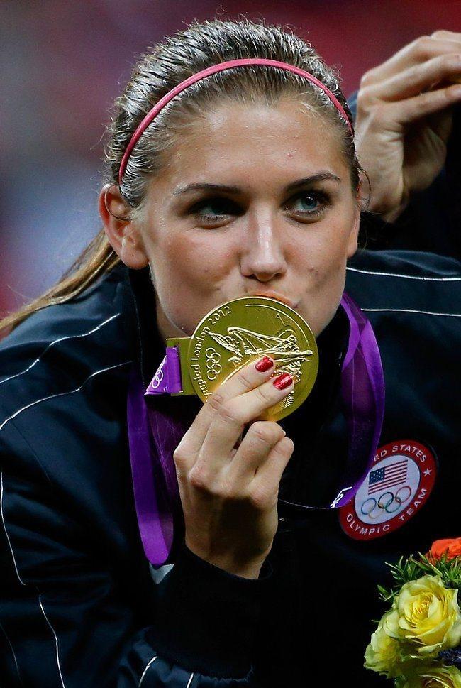 Olimpiyat Altın madalyasına da sahip.