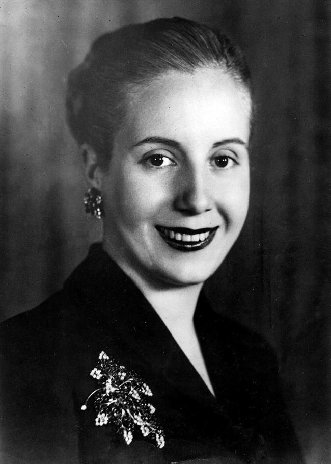 Eva Perón  Arjantin'in efsanevi First Lady'si Evita, ikinci eşi olduğu kocası Juan Perón'u işçi ve kadın hakları konusunda motive etmiştir. Kurduğu kadın partisi ile siyasete de girmiş, Eşinin yanında devlet başkan yardımcılığı yapmıştır. Resmen devlet başkanı olarak seçilmemesine rağmen 1952'de sadece 33 yaşında öldüğünde devlet töreni ile ebediyete uğurlanmıştır. Adına bestelenen Evita müzikali ile uluslararası ilgiye mazhar olmuştur. Arjantinli kadınlara kadıncılık konusunda güçlü bir miras bırakmıştır.