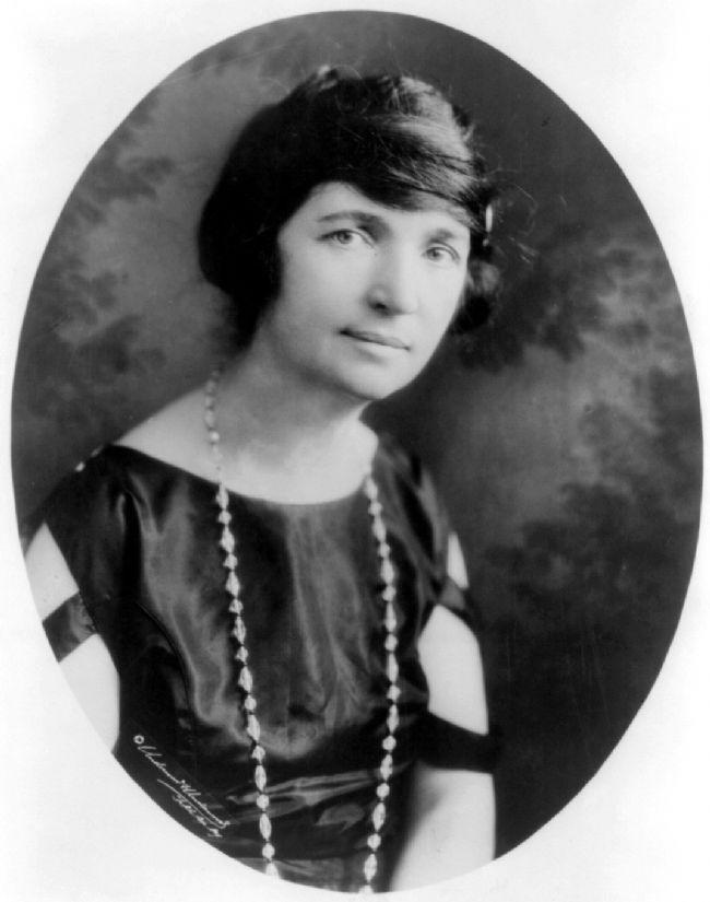 Margaret Sanger   Doğum kontrolü ve cinsel eğitimin devrimci savunucularındandır. ABD'de ilk doğum kontrol kliniği açmış ve kadınların kendi bedeni üzerindeki egemenliklerini sağlamayacak ilk pratik uygulamayı başlatmıştır. Yasal düzenlemeler için kampanyalar yapmış ve ömrünü kadının cinsel özgürlüğü için vakfetmiştir.