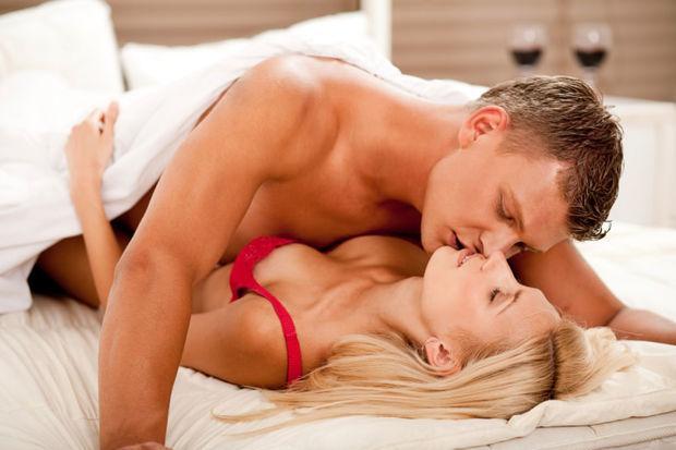 Erkeklerin yüzde 43'ü çıplak yerine iç çamaşırı giyen kadınlardan daha fazla tahrik oluyor.
