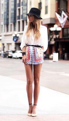 Baskılı etekler, elbiseler ve pantolonlar her yaz çok tercih edilen parçalardan oluyor. Şimdilerde ise desenli şortlar yazın yeni trendlerinden