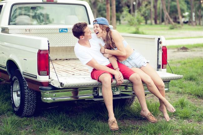 """2. Sevgilisinin, eşinin iznini almak gibi saçma bir şeye ihtiyacı yoktur, o sadece tebliğ eder oysa erkek """"tamam gidebilirsin"""" demeyi ister."""