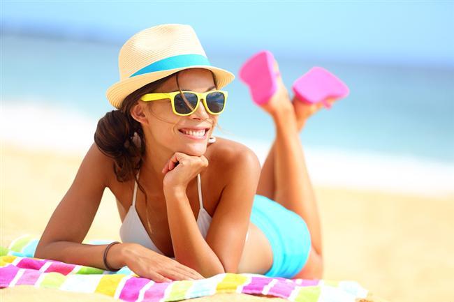3. Kendine güvenen kadın, tek başına eğlenmeyi, gezmeyi, tatile gitmeyi sever, oysa erkek kendisi olmadan kadının bir hiç olduğunu düşünmek ister.