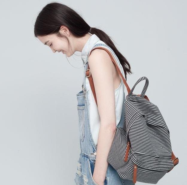 Sırt Çantası Modası  Büyük kol çantalarından, minik el çantalarından sıkılan kadınlarımız için bir diğer iyi haber sırt çantalarının geri dönüşü!