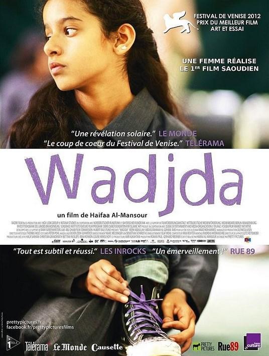 Wadjda  Yönetmen: Haifaa Al-Mansour  IMDb: 7.2  Vecide Suudi Arabistan'ın başkenti olan Riyad kenti yakınlarında yaşayan 10 yaşında bir kız çocuğudur. Muhafazakar bir çevrede büyümesine rağmen, küçük Vecide eğlenceyi ve eğlenmeyi sevmektedir. Üstelik kendisine sunulan sınırları da hep zorlar. Arkadaşlarından Abdullah, onu kız olduğu için aşağılayıcı sözler söyler. Vecide bu duruma çok sinirlenir, bir gün satılık bir yeşil bisiklet görür ve çok beğenir. Ama annesi yaşadıkları toplumda bir kızın bisiklete binmesinin uygunsuz olacağına inanarak bisikleti almasına izin vermez. Vecide ise her şeye rağmen kendi parasını biriktirerek bisikleti almaya kararlıdır. Bir gün okulda ödülü olan Kur'an okuma yarışması düzenlenir ve Vecide yarışmayı kazanmak için kendisini adar. Birincilik ödülü 1000 riyaldir ve Vecide'nin hayaline bir adım daha yaklaşması için bu para yeterli bir miktardır. Tabii yarışmayı kazanmak için de zorlu bir mücadele vermesi gerekecektir.