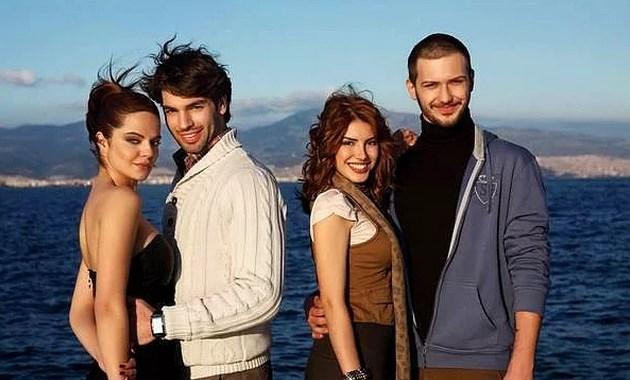 Ekranlarda ilk olarak 2011 yılında, Derin Sular adlı dizide Toprak karakteriyle görüldü.