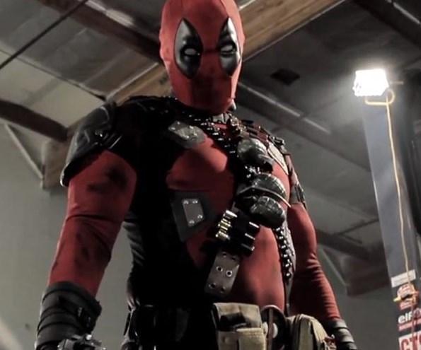 """Deadpool  Bilim kurgu ve aksiyon filmlerini sevenler için """"Deadpool"""" kaçırılmayacak bir görsel şölen sunuyor. Marvel şirketinin ünlü çizgi roman karakteri Deadpool'dan uyarlanan filmin yönetmenliğini Tim Miller yaptı. Marvel'in en çılgın kahramanlarından biri olarak gösterilen Deadpool karakterini canlandıran Ryan Reynolds'un yanı sıra filmde Morena Baccarin, Ed Skrein da başrolleri paylaşıyor. Eğlenceli bir katil olan Deadpool, yakalandığı kanser hastalığından kurtulmak için askeri birliklerin geliştirdiği tedavi yöntemleri ile şansını dener, ancak deneyler onu süper bir kahramana dönüştürerek düşmanları ile savaşmayı öğretir. Çizgi roman fanatiklerinin yakından tanıdığı Deadpool filmde tüm  silahları kullanabilen ve yetenekleriyle düşmanların korkulu rüyası haline gelen bir karaktere dönüşüyor. Film, Şubat 2016'da sinemaseverlerle buluşacak."""