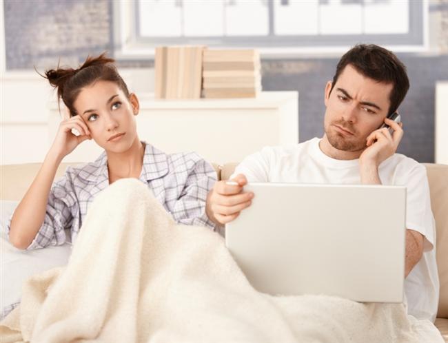 Beyin, sıkıcı insanlardan dinlediğiniz sıkıcı konuşmaları olduğu gibi kaydetmek yerine onları daha ilginç hale getirerek yeniden düzenliyor.