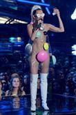 Miley'nin Garip MTV Giysileri - 6