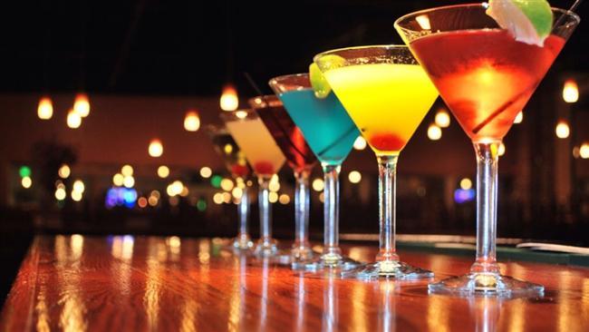 Vizyonu geniş Martinisever  Evet efendim martini severler vizyonu geniş, farklı kültürlere açık, gezmesini ve farklı insanlarla tanışmasını seven, dans etmeye ise bayılan insanlardır. Aynı zamanda libidoları yüksek insanlardır ve çapkınlık denince akla ilk onlar gelir. Aynı zamanda değişik ve yaratıcı yemekler yapmasını severler ve bu konuda oldukça başarılıdırlar. Çoğunluğunu renkli kişiliklerin oluşturduğu Martiniseverler, evlilik ve çoluk çombalaktan olabildiğince uzak dururlar. Evlilik yapacak olsalar bile, bu kırk yaşından sonra olur. Onlar için en uygun meslek, sanatla alakalı, yaratıcı enerjilerini yönlendirebilecekleri bir meslektir.