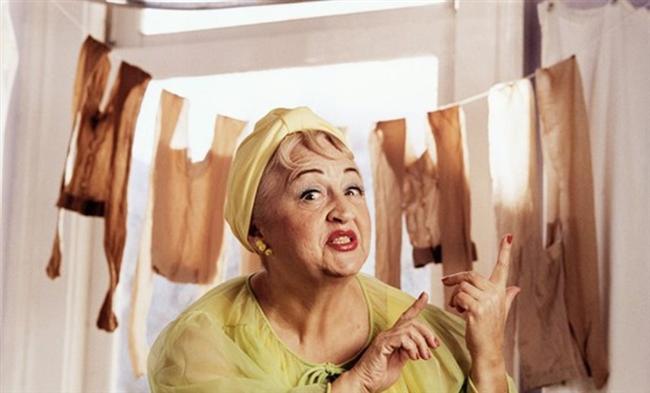 Tabi baş etmen gereken bir de mahalle baskısı var.  Falancanın gelini anne diyor, filancanın gelini annecim diyor...