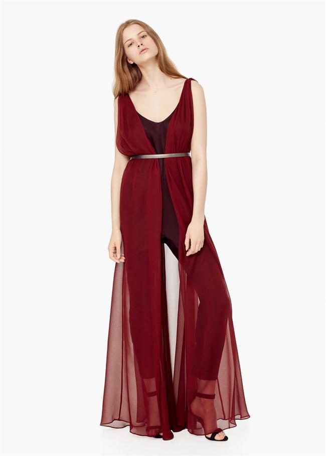 Kadınların hassas dönemlerinden biri olan regli, bizi oldukça zorlayan günleri de beraberinde getirir. Böyle zamanlarda kendinizi rahat hissetmediğiniz için elbise giymiyor olabilirsiniz ama size birkaç önerimiz var! Desenli elbiseler, koyu renkler kurtarıcınız olabilir. İşte o modeller...  Mango - 579.99 TL