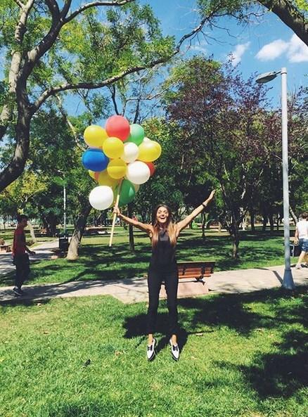 Hande Erçel   Balonlarım vaaaarrrr🎈