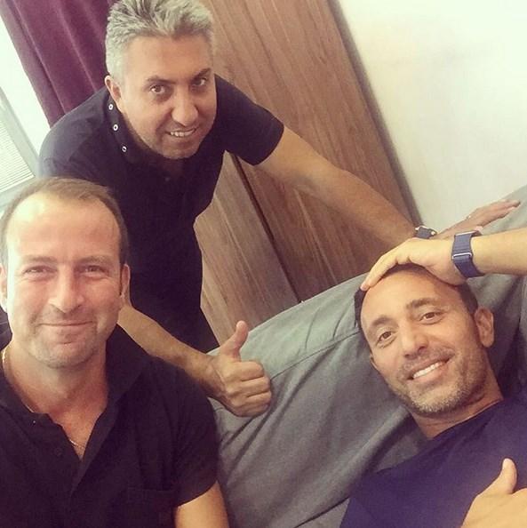 Mustafa Sandal  Nazım Sütlüoğlu ve Tekin Önal işte benim sol ve sağ kanadım! Perdeyi aralayıp arkadaki kahramanları görün istedim:)