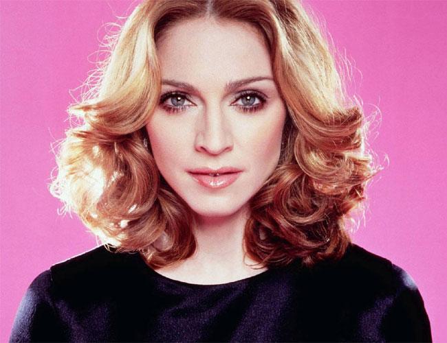 Madonna  Siz ne tahmin ettiniz bilmiyoruz, ancak konu Madonna ise, elmacık kemiklerine dikkat deriz.