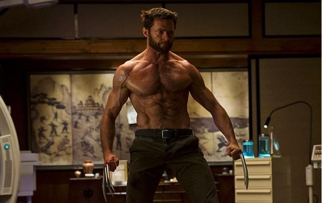 Hugh Jackman  Oynadığı roller yüzünden 10 yılı aşkın bir süredir, spor salonlarından çıkmayan başarılı oyuncuyla ilgili en beğenilen bölge, omuzlarıymış.