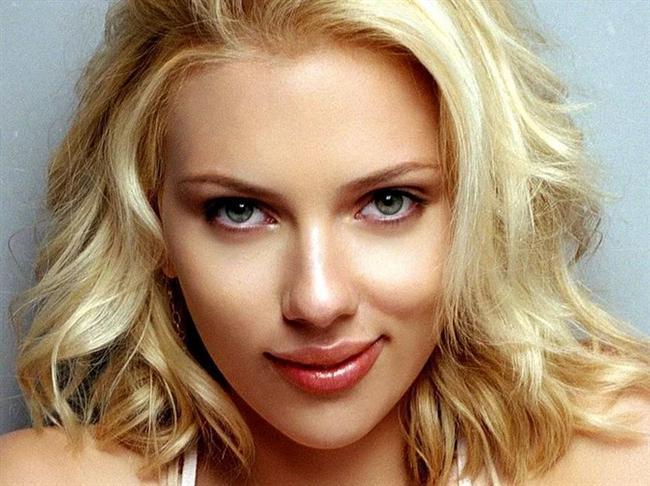 Scarlett Johansson  Bir önceki listemizde, adını koymadığımız için epeyce bir eleştiri almıştık. Ne yapalım kısmet bugüneymiş. Konu dağıtmadan söyleyelim, birçok kadın Johansson'unki gibi dudaklara sahip olmak için çıldırıyormuş.