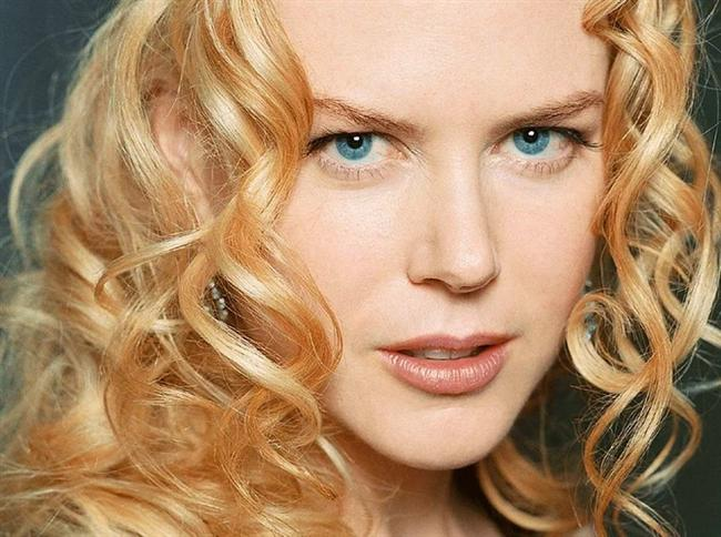 """Nicole Kidman  Bize kalırsa elbette """"her şeyi"""" deriz. Zira güzelliğine diyecek sözümüz yok. Ancak kadınlara bakarsak, Kidman'ın en beğenilen yeri burnuymuş."""