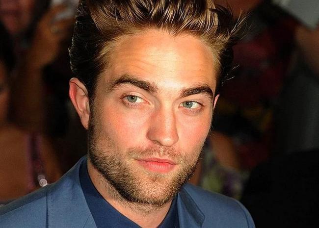 Robert Pattinson  'Twilight' hayranları bilmiyoruz ne derler ama Pattison'un en beğenilen yeri çenesiymiş.