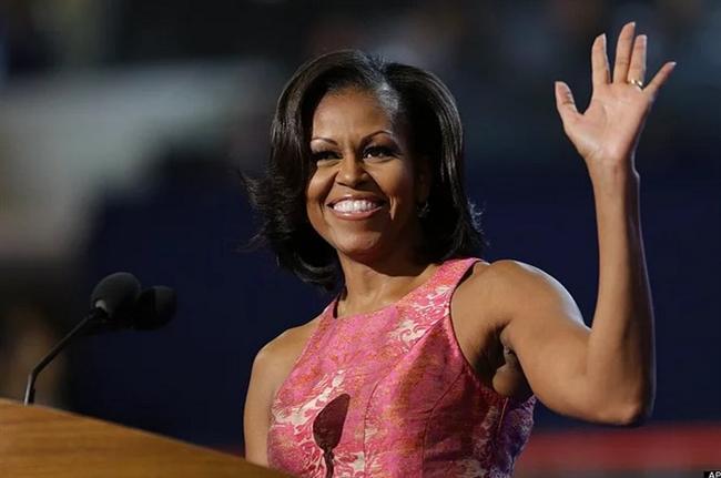 Michelle Obama  Listeye kollarıyla girdi dersek, bilmiyoruz ne desiniz. Belki magazin medyasının yarattığı bir balon ama ne diyelim, insanlar; özellikle de kadınlar, onun kollarını çok beğeniyormuş.