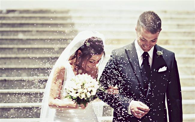 1. Kimisi ilk aşkın unutulmaz olduğunu söylerken kimisi son aşkın daha değerli olduğunu dile getirir.