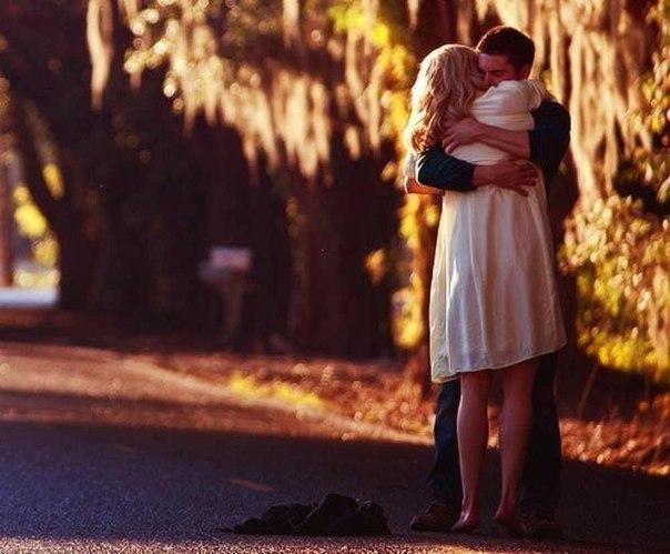 13. Arada mesafeler oldukça aşk güçlenir diyeni de vardır, aşk birlikteyken daha kuvvetlidir diyeni de.