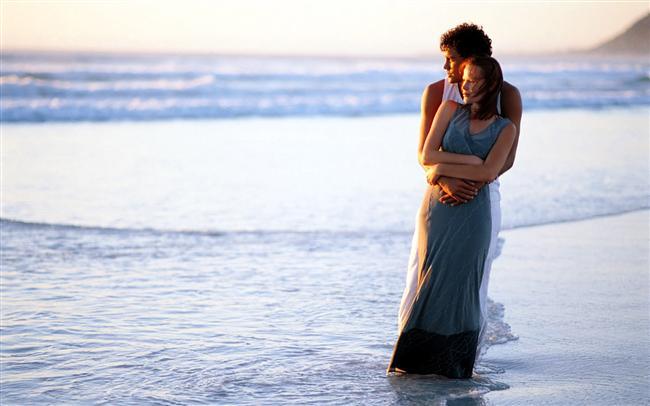 Mavi   Mavi sevenler harika cinsel partnerlerdir. Sevgi doludurlar, eşlerinin ihtiyaçlarına duyarlıdırlar. Sevişmeyi bir sanat olarak görür ve ilişkilerine zarifçe yaklaşırlar. Mavi seven erkekler piyanistlere benzerler, piyano çalarmış gibi zarifçe sevişirler. Mavi kadınları cinselliklerinin tadını sonuna dek çıkartırlar. Hem kadınlar hem de erkekler önsevişmeden ve ardından gelen birleşmeden hoşlanır. Evlilikte mavi kişi mükemmel bir eştir, dışarıda gözü yoktur.